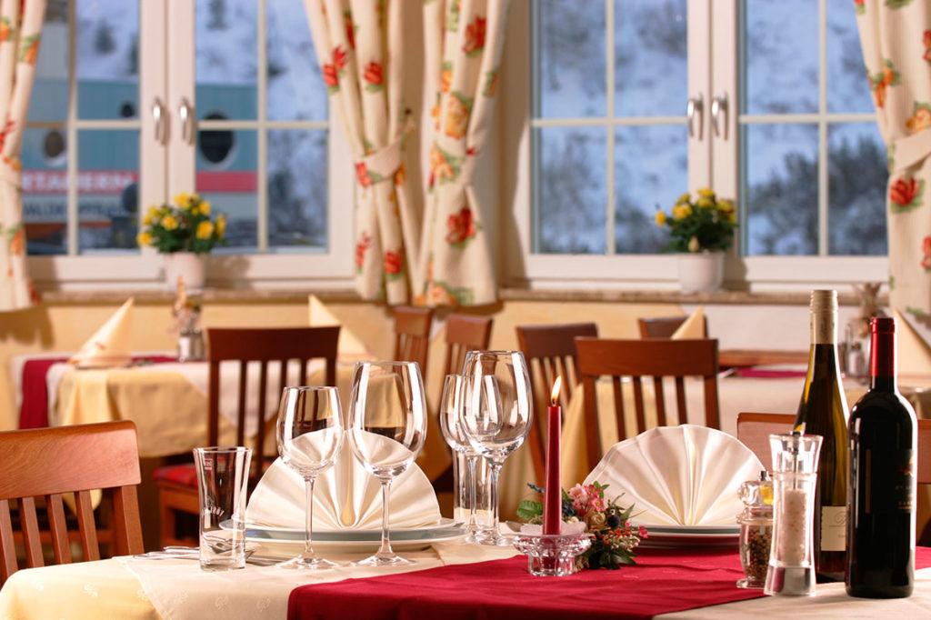 Frühstück oder Halbpension · Inklusivleistungen im Hotel Winter in Obertauern